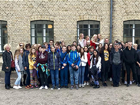 40 danske og udenlandske elever på besøg